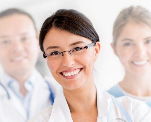 Kennzeichnend für die Komplextherapie ist die berufsgruppenübergreifende Zusammenarbeit