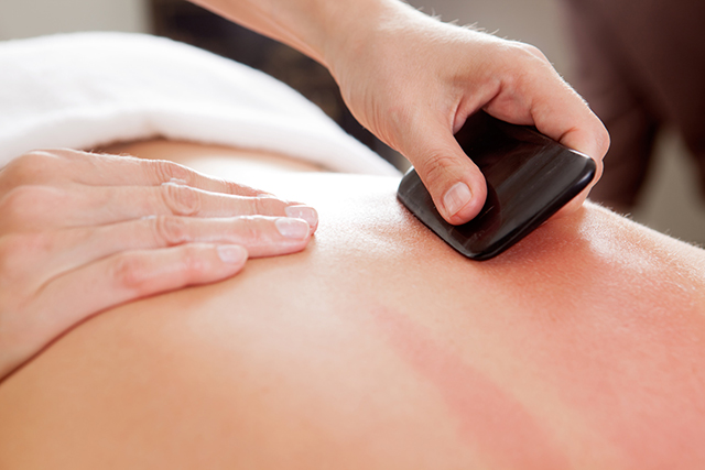 Gua Sha-Massage im Therapiezentrum am Schloss
