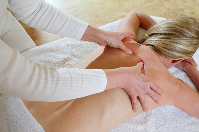 Wir bieten Rücken-Massage an 3 Standorten in Berlin an